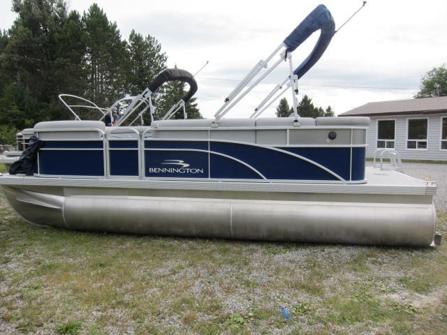 2021 Bennington boat for sale, model of the boat is SV & Image # 1 of 9