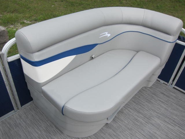 2021 Bennington boat for sale, model of the boat is SV & Image # 2 of 9