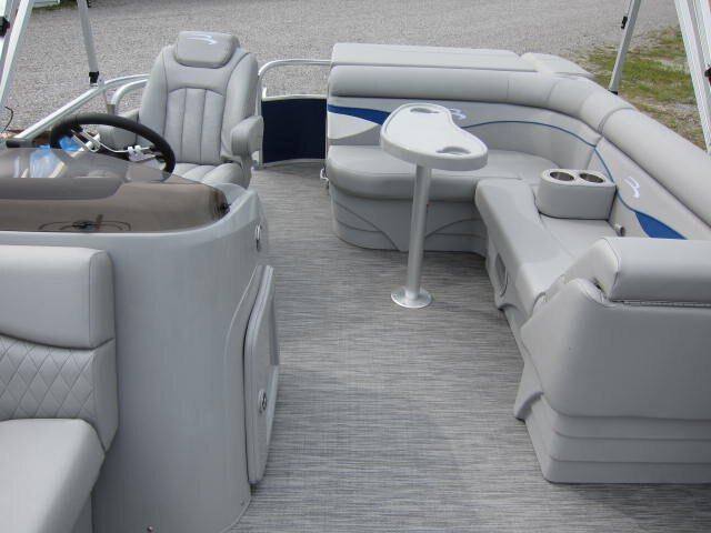 2021 Bennington boat for sale, model of the boat is SV & Image # 4 of 9