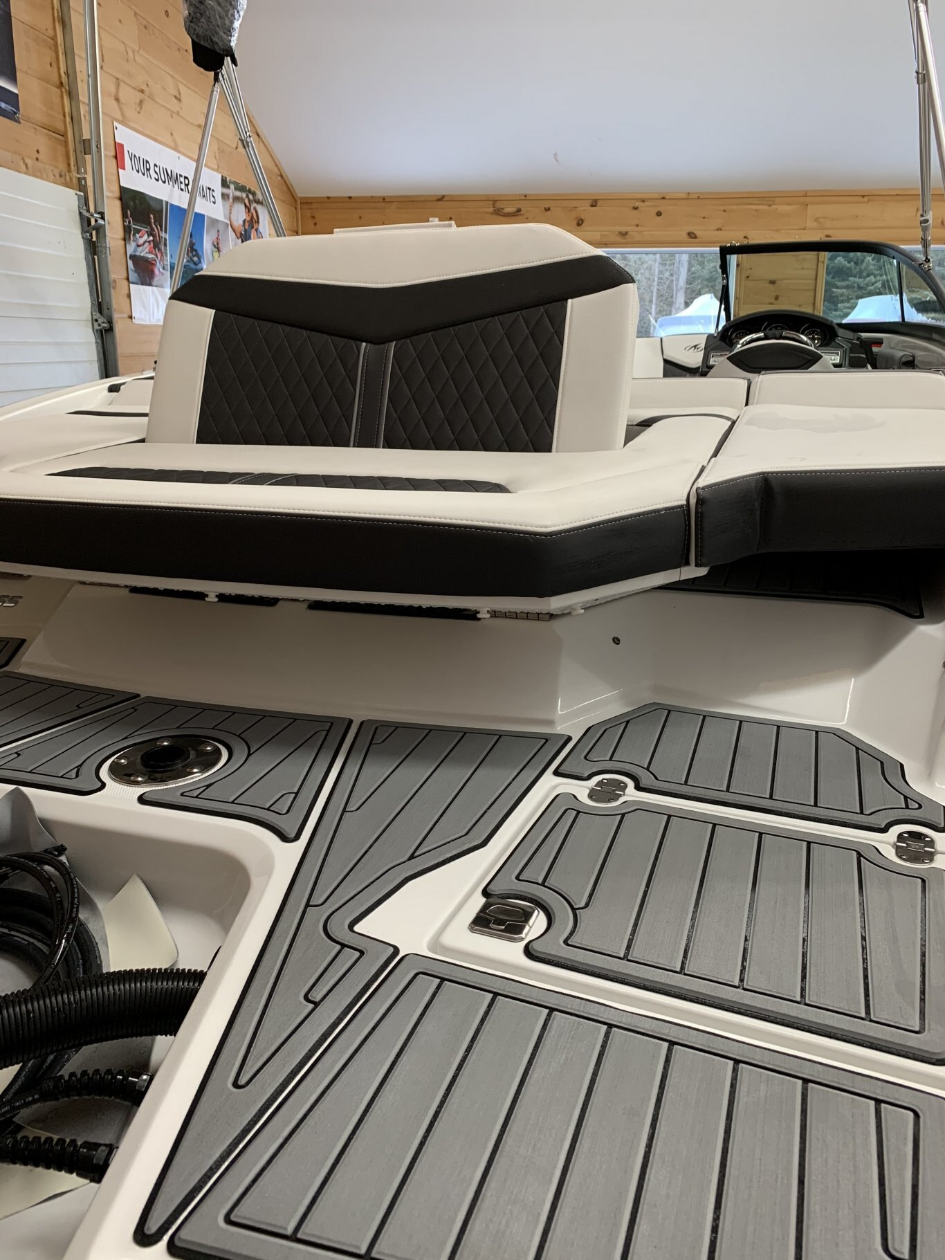 2021 Monterey boat for sale, model of the boat is 215SS & Image # 2 of 7